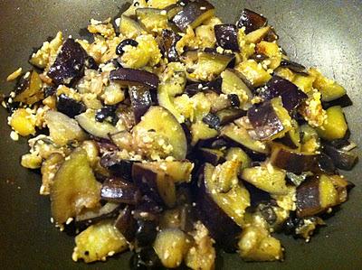 Melanzane, olive e pinoli